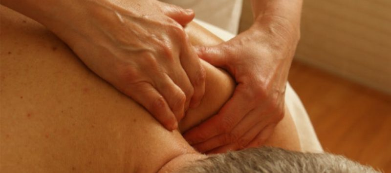mand får massage pga rygsmerter