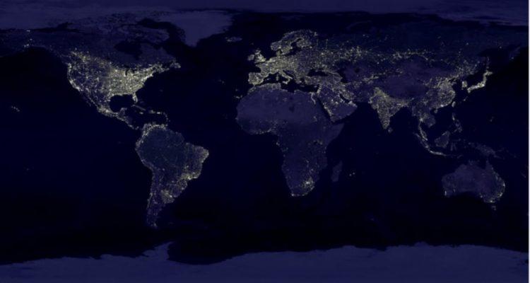 verdenskort-som-viser-verdenen-om-aftenen